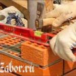 Технология строительства кирпичного забора своими руками – подготовка и кладка кирпича +ВИДЕО