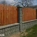 Для чего нужны крышки на заборные столбы и какие они бывают?